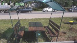 Беседка со столом и скамейками